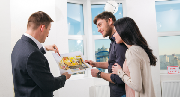 use-a-real-estate-agent-couple-image