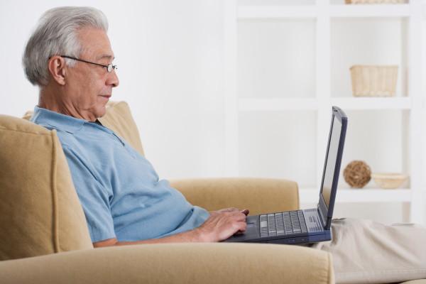 old-man-on-laptop